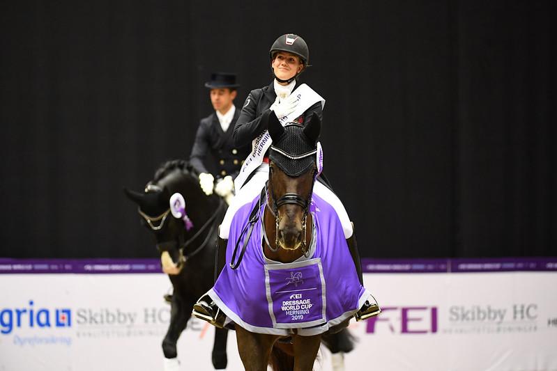Cathrine Dufour et Bohemian lors de la remise des prix à Herning (Crédit photo: FEI/Ridehesten.com/Kristine Ulsø Olsen)