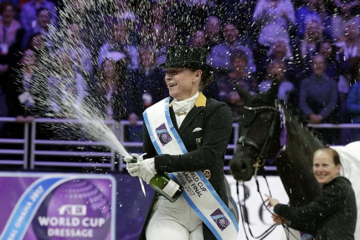 Isabell Werth pouvait dignement célébrer sa troisième victoire en finale de la Coupe du monde (Crédit photo : Jim Hollander/FEI)