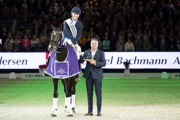 Daniel Bachmann Endersen et Blue Hors Zack lors de la remise des prix (Crédit photo: FEI/Digishots)