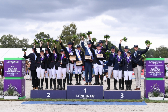 Le podium par équipes (Photo : Oliver Hardt/Getty Images for FEI)