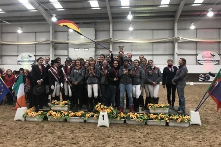 La Belgique sur la plus haute marche du podium de la finale européenne des Masters du cheval ibérique (Crédit photo: Léa San Roman)
