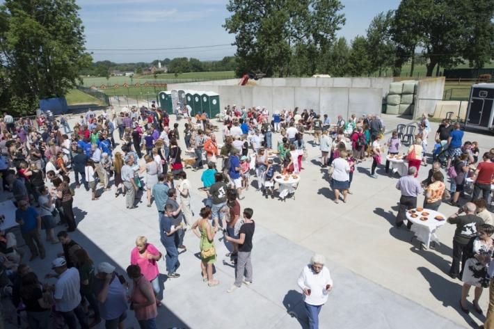 Le public présent en masse pour l'inauguration (Crédit photo : Animaux en Péril)
