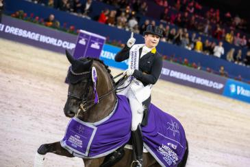 Isabell Werth et Weihegold OLD à Amsterdam (Crédit photo: FEI/Digishots)