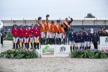 Le podium young riders (Photo : FEI/Leanjo de Koster)