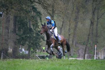 Karin Donckers, ici avec son cheval Cunta Z à Arville (Crédit photo : L'équimag)