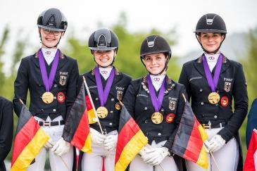 L'équipe allemande Juniors a été sacrée championne d'Europe à Budapest (Crédit photo: FEI/Lukasz Kowalski)