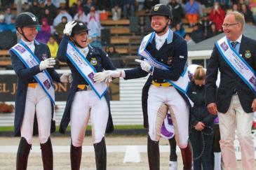 La joie des Suédois sur la plus haute marche du podium du CDIO 5* de Falsterbo (Crédit photo: FEI)