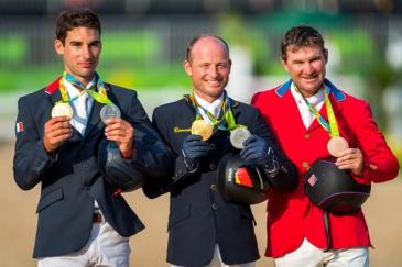 Le podium individuel du concours complet avec en Or Michael Jung, en Argent Astier Nicolas et en Bronze Phillip Dutton (Crédit Photo: FEI/Arnd Bronkhorst)