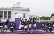 Le podium par équipe des Jeux paralympiques de Londres (Crédit photo : FEI/Liz Gregg)